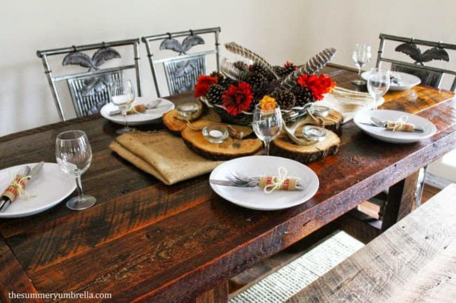 Looking for rustic Thanksgiving table ideas? Look no further! There is a little bit of everything for everyone in here. Check it now!