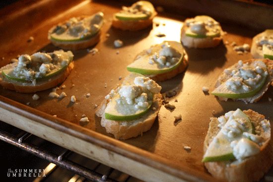 Apple-Gorgonzola-Crostini-2