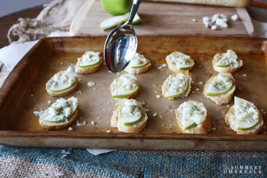Apple-Gorgonzola-Crostini-4