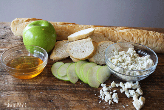 Apple-Gorgonzola-Crostini